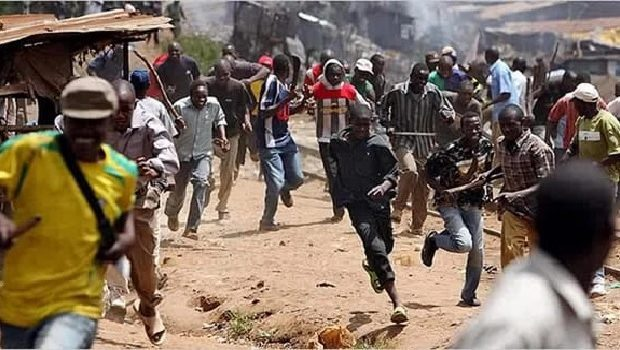 Gun fire rocks Isingiro as residents seek police to hand them over cattle thieves.