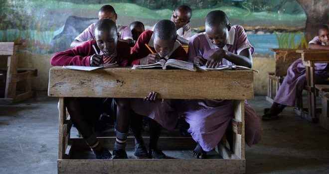 Schoolgirls in Kenya to get free sanitary pads