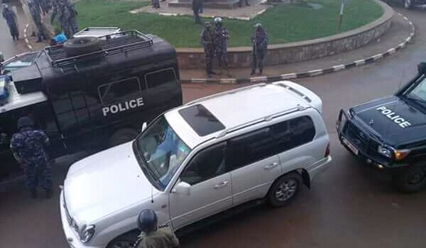 Besigye Detained At Kabale Police, After Mbarara Arrest