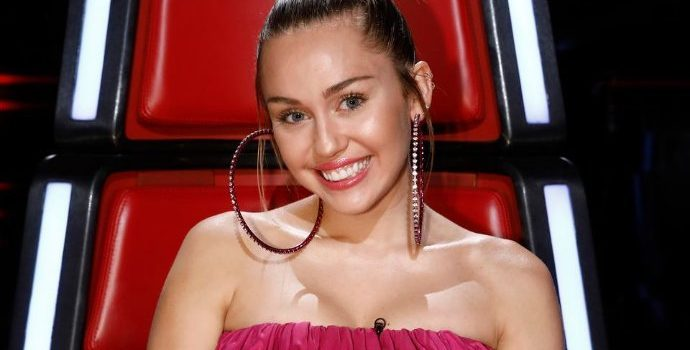 Miley Cyrus Ridiculed on Twitter Over Her Massive Pink Dress on 'The Voice'