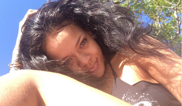 Fans Are Losing Their Minds Over Rihanna shares her picture of Her Hairy Leg