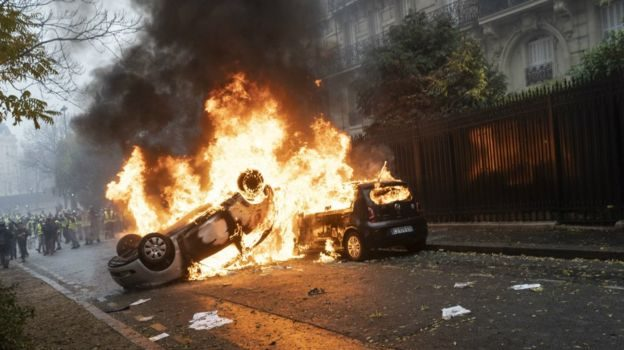 Tourist sites in France to close  amid  riot fears