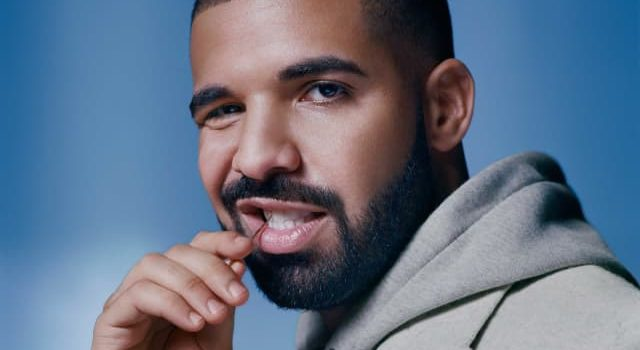 Drake kisses 17-year-old fan on stage