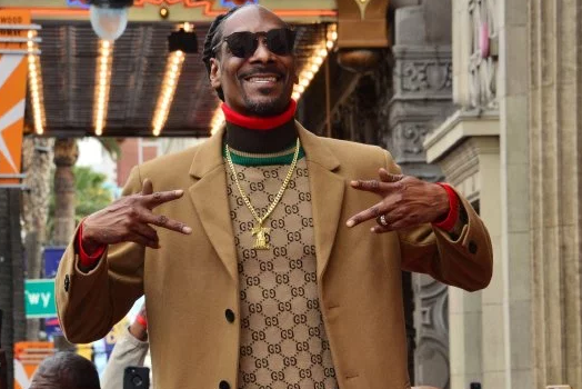 Snoop Dogg offers to adopt abandoned dog named after him.