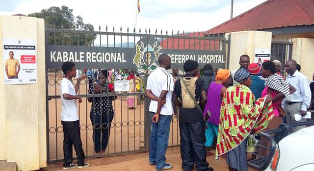 Increased crimes blamed to lack of street lights on the Kabale regional referral hospital road.
