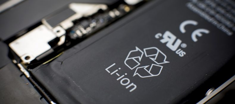 A phone battery that contains a fire-extinguishing material has been designed