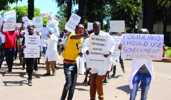 Zimbabwe doctors end strike without deal.