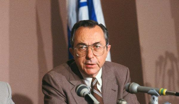 Israel ex-minister and Netanyahu mentor Moshe Arens dies.