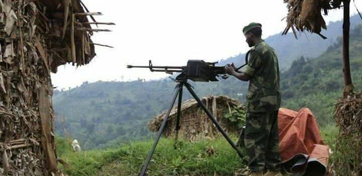 Heavily armed Rwandan troops on Rwanda-Uganda border.