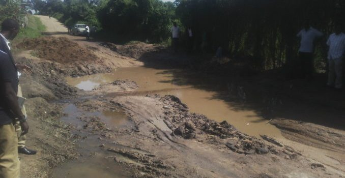 Kazo residents accuse leaders and UNRA over poor roads.