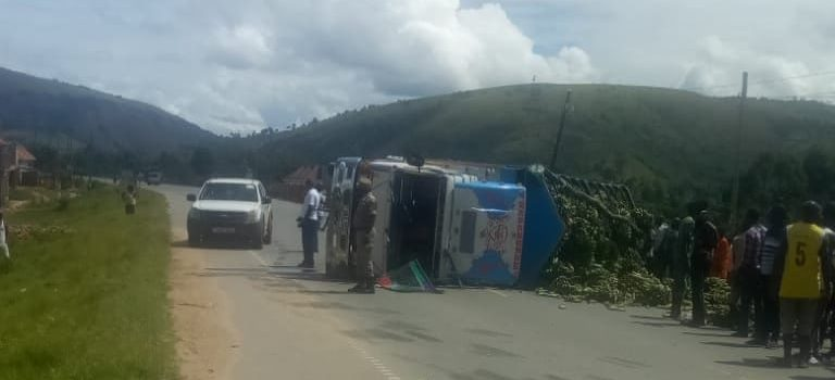 Lorry overturns in Nyeihanga Rwampara